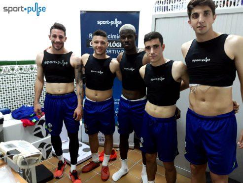 Jugadores del Betis Deportivo pasan los RCD de Sport·Pulse